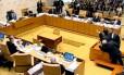 Advogado de José Genuíno é retirado da Corte por seguranças