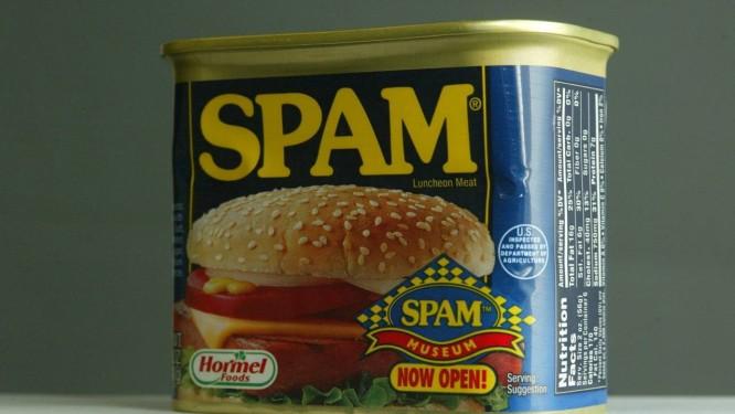 Lata de spam, como ficou conhecida a enxurrada de propagandas em massa enviadas via e-mail por empresas para usuários Foto: Marco Antônio Teixeira