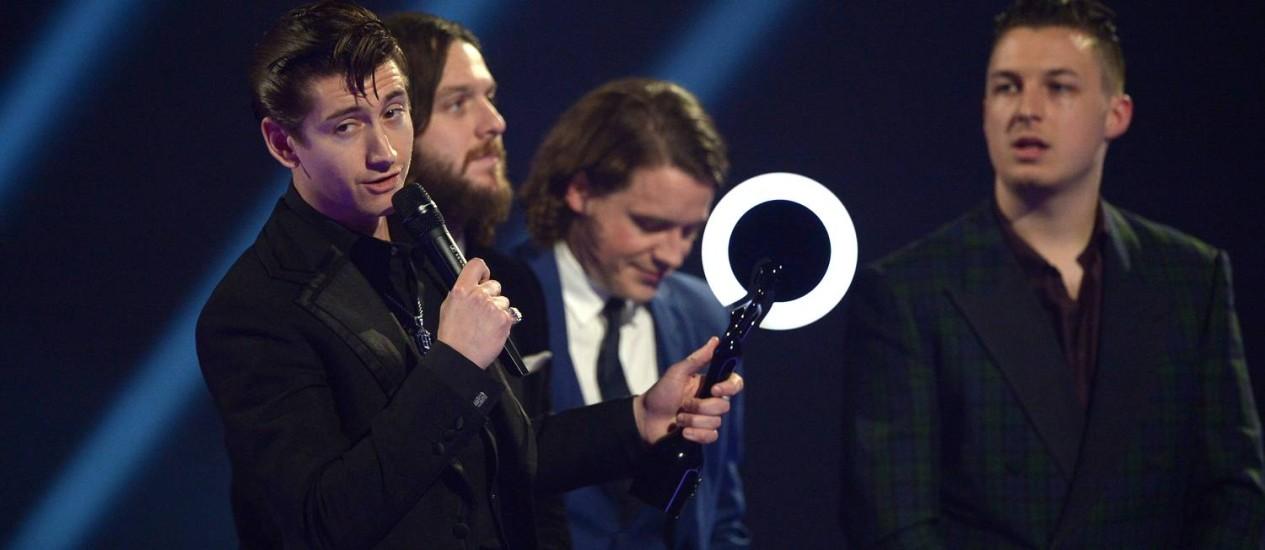 Arctic Monkeys vencem o prêmio de álbum do ano no Brit Awards 2014 Foto: Jon Furniss / Invision/AP