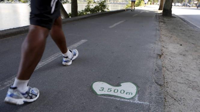 Pesquisa avaliou hábitos de caminhada de 1788 adultos americanos e identificou os 6 mil passos diários como limite mínimo para obter benefícios à mobilidade Foto: Hudson Pontes