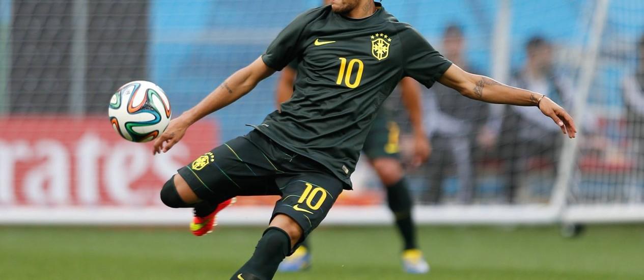 Neymar é a maior esperança da torcida brasileira na Copa do Mundo que começa nesta quinta-feira Foto: Alexandre Cassiano / Agência O Globo
