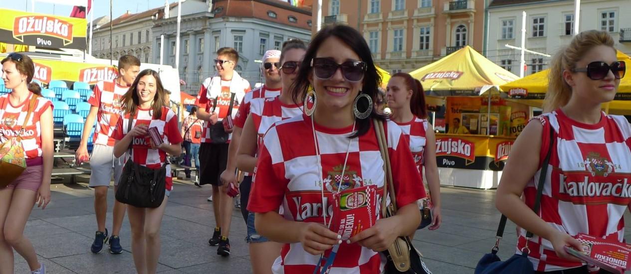 Torcida croata: torcedores vestem a camisa da seleção, mas poucos acreditam na vitória Foto: Deborah Berlink / O Globo