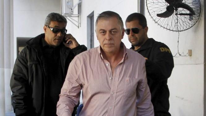 Ex-diretor da Petrobras, Paulo Roberto Costa, na sede da Polícia Federal do Rio Foto: Marcelo Carnaval/12-06-2014 / O Globo