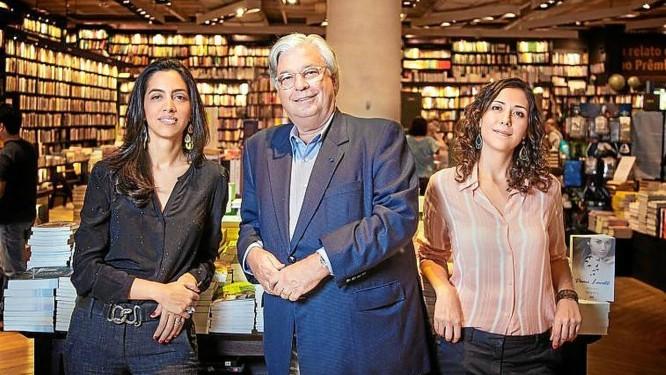 Trio. Ana Cecilia, José Luiz e Renata: nova casa estreia com médio porte Foto: Leo Aversa / Divulgação/Leonardo aversa