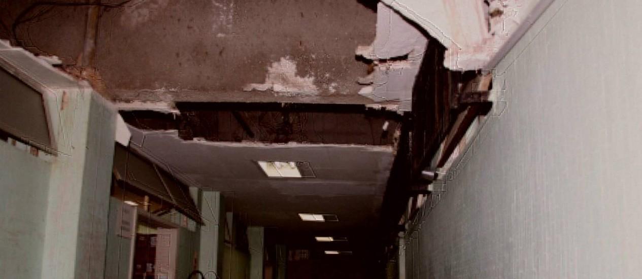 Teto do Hospital do Andaraí em péssimo estado de conservação Foto: Marcelo Del Negri / Ministério Público - Divulgação