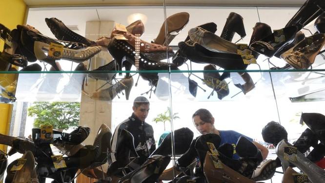 Produção brasileira de calçados sofre com concorrência dos importados da Ásia Foto: Marcello Casal Jr. / ABr
