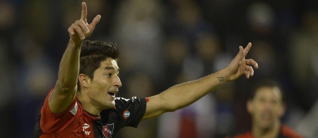 Casco comemora gol contra o Vélez Sarsfield pela Libertadores de 2013: lateral é pretendido pelo Fla Foto: Juan Mambromata / AFP