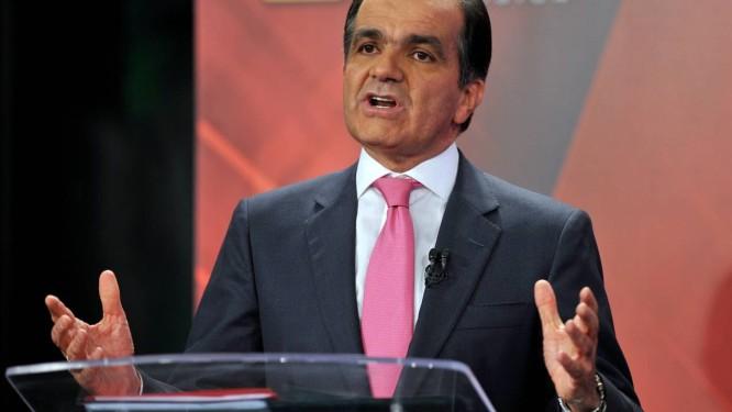 Candidato da oposição, Oscár Ivan Zuluaga, durante o debate político em Bogotá Foto: GUILLERMO LEGARIA / AFP