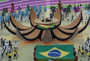 Ideias simples e fantasias básicas marcaram a cerimônia de abertura Foto: PEDRO UGARTE / AFP