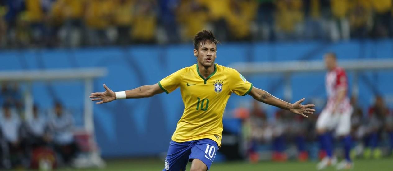 Neymar comemora o gol de empate Foto: Alexandre Cassiano / Agência O Globo