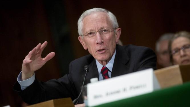 Stanley Fischer, em reunião do comitê do Senado dos EUA que monitora o sistema bancário, em março Foto: Andrew Harrer / Bloomberg
