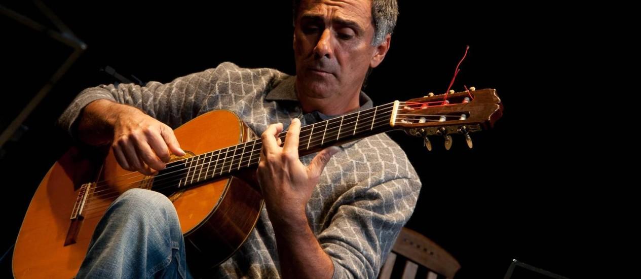 Dedilhado. Guinga é um dos violonistas que participam do site com gravações inéditas; e estará também no show de lançamento do portal no Rio de Janeiro Foto: Divulgação / Thaís Gallart