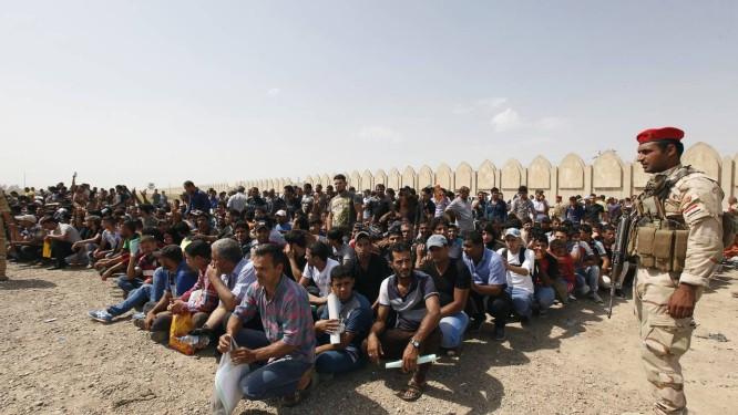 Voluntários se juntam ao Exército iraquiano para combater militantes sunitas radicais no Iraque Foto: AHMED SAAD / REUTERS