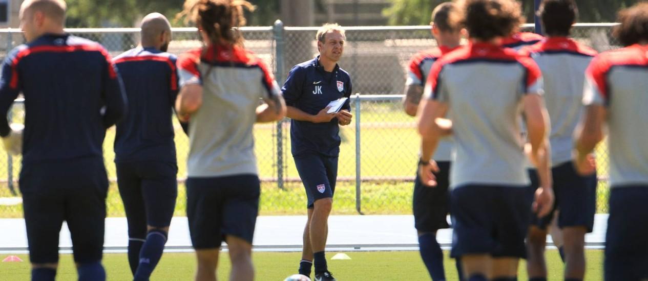 O alemão Jürgen Klinsmann treina a seleção americana: sonho de experiência e fortuna no exterior Foto: AP Photo/The Florida Times-Union, Bob Mack