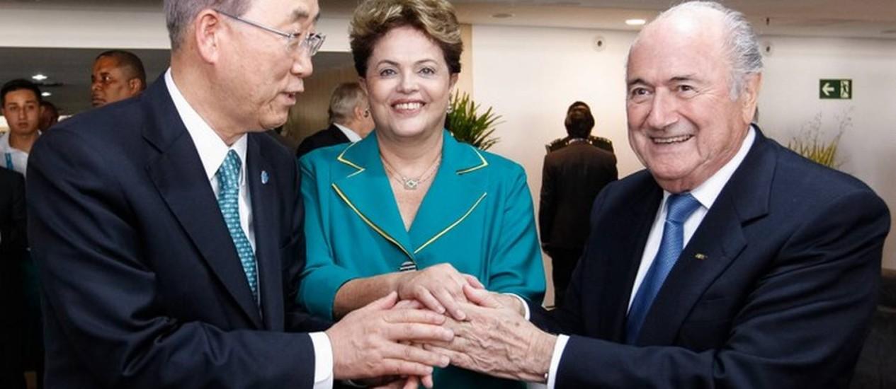 Dilma Rousseff, Joseph S. Blatter e Ban Ki-moon se reúnem antes da cerimônia de abertura da Copa Foto: Roberto Stuckert Filho/PR