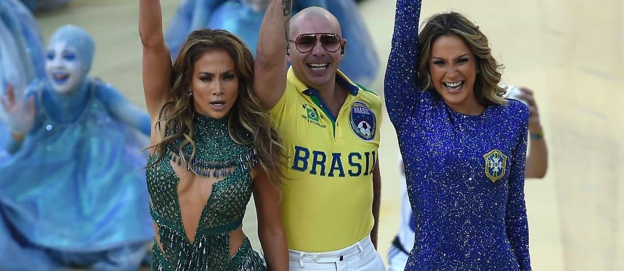 Jennifer Lopez, Pitbull e Claudia Leitte na abertura da Copa do Mundo Foto: Pedro Urgate / AFP