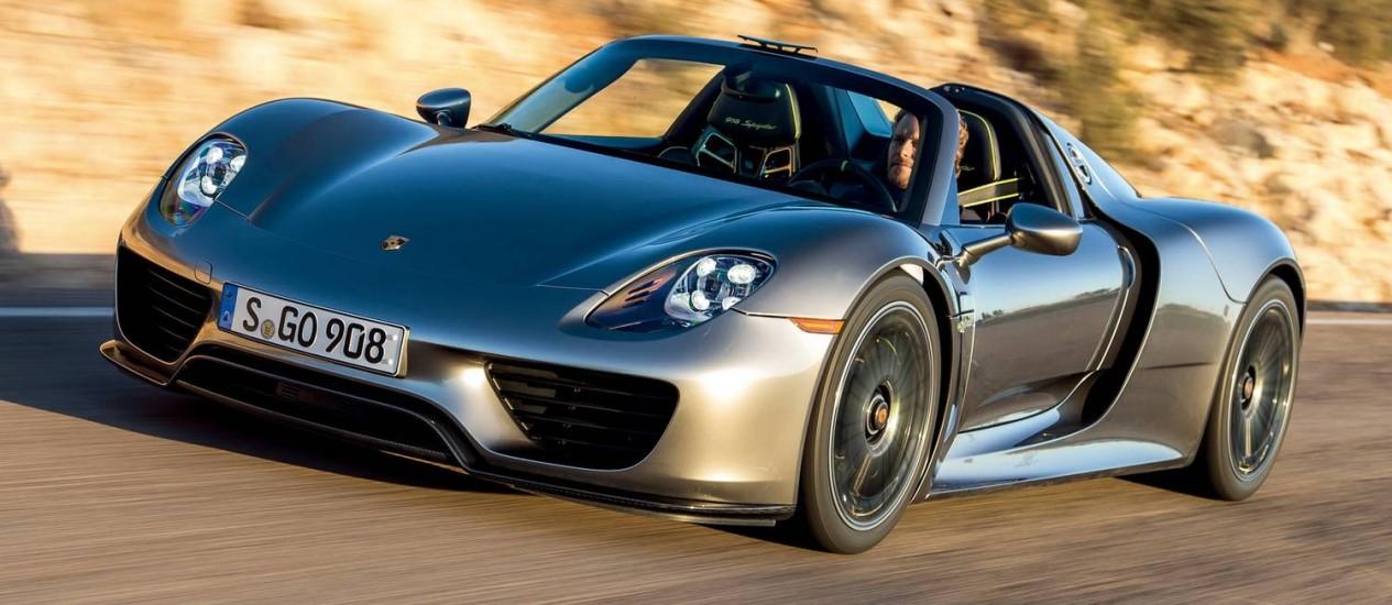 Porsche 918 é um conversível híbrido: une um motor elétrico e um V8, totalizando 900cv Foto: Divulgação