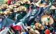 Mexicanos vieram com seus tradicionais chapéus de aba larga, dando um efeito bonito no estádio