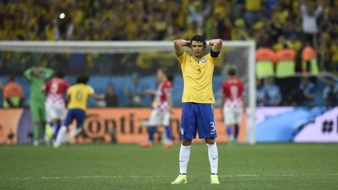 Thiago Silva de costas para o gol Foto: AFP