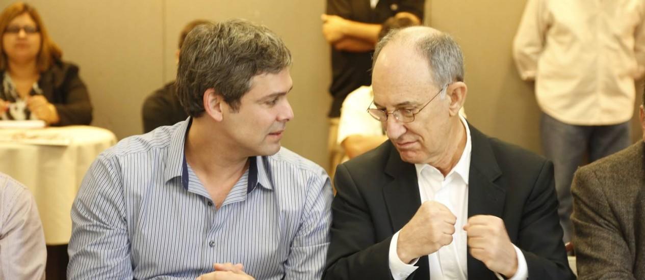 Lindbergh Farias e Rui Falcão em reunião executiva do PT no fim de 2013. Foto: Fabio Rossi / O Globo (11/10/2013)