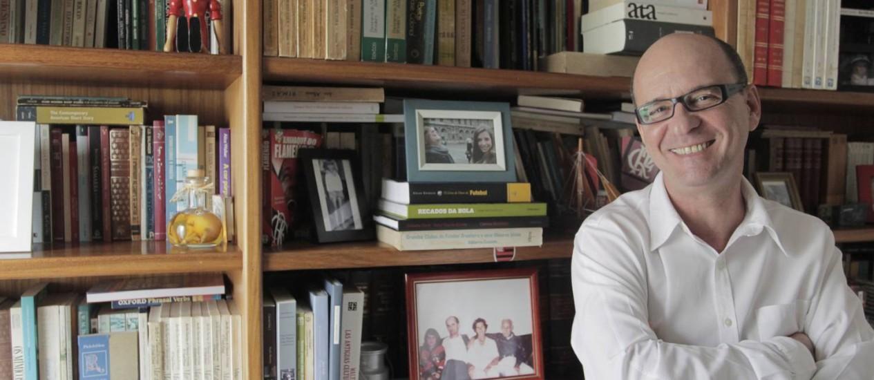 Estilo. Escritor mantém a mesma inventividade com a linguagem e a precisão descritiva usual Foto: Eliária Andrade/06-11-2013