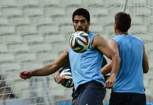 Suárez está fora da estreia uruguaia Foto: RONALDO SCHEMIDT / AFP