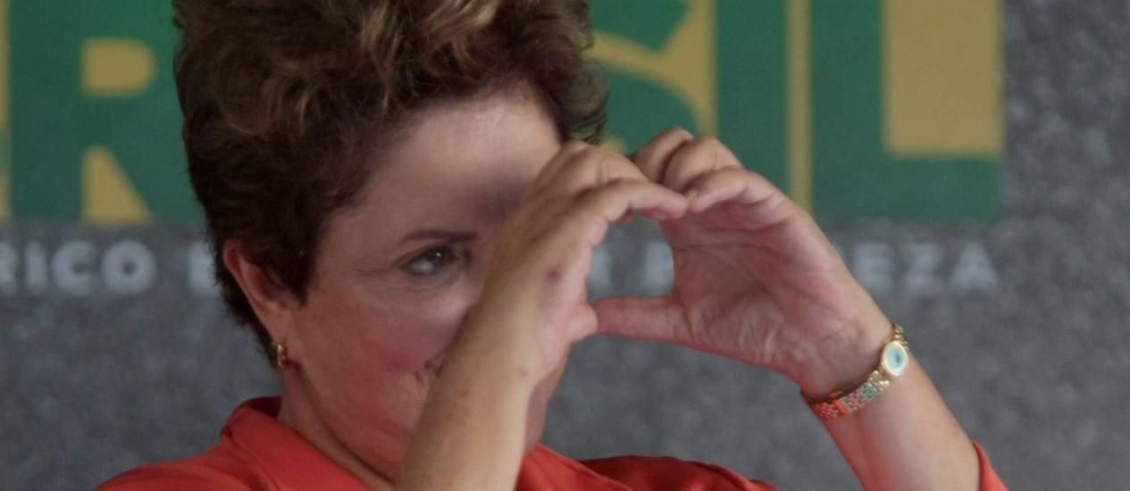 """Dilma avisou aos presentes que mais tarde estará com """"um pernambucano ilustre"""", referindo-se ao ex-presidente Luiz Inácio Lula da Silva Foto: Hans von Manteuffel / O Globo"""