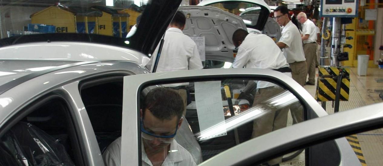 Linha de montagem de Celtas na unidade da GM em Gravataí Foto: Andre Vieira / Bloomberg
