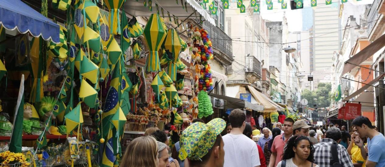 Saara, no centro do Rio: lojistas viram aumento de 15% nas vendas Foto: Fabio Rossi / O Globo