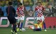 Croatas não perdoaram o juiz Yuichi Nishimura, mas o duelo contra o Brasil não foi o único a causar polêmicas com a arbitragem