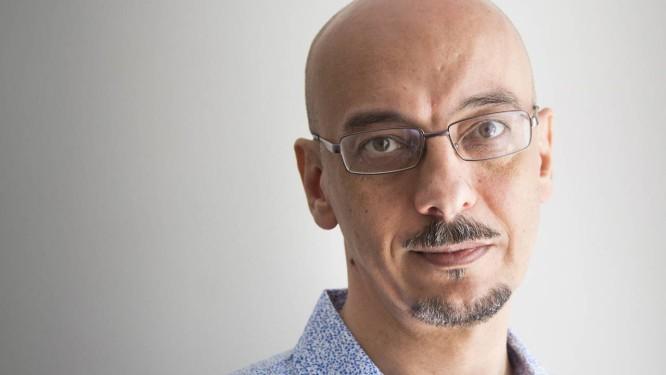 """Sérgio Rodrigues é autor do elogiado romance """"O drible"""", lançado no ano passado e que também aborda o futebol Foto: Simone Marinho/25-09-2013"""
