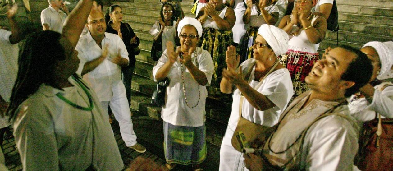 Em maio, representantes de umbanda e candomblé fizeram um ato em frente à Alerj para protestar contra postura de juiz Foto: Luiz Ackermann