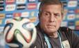 O treinador Óscar Tabárez pede que Uruguai se esqueça 1950