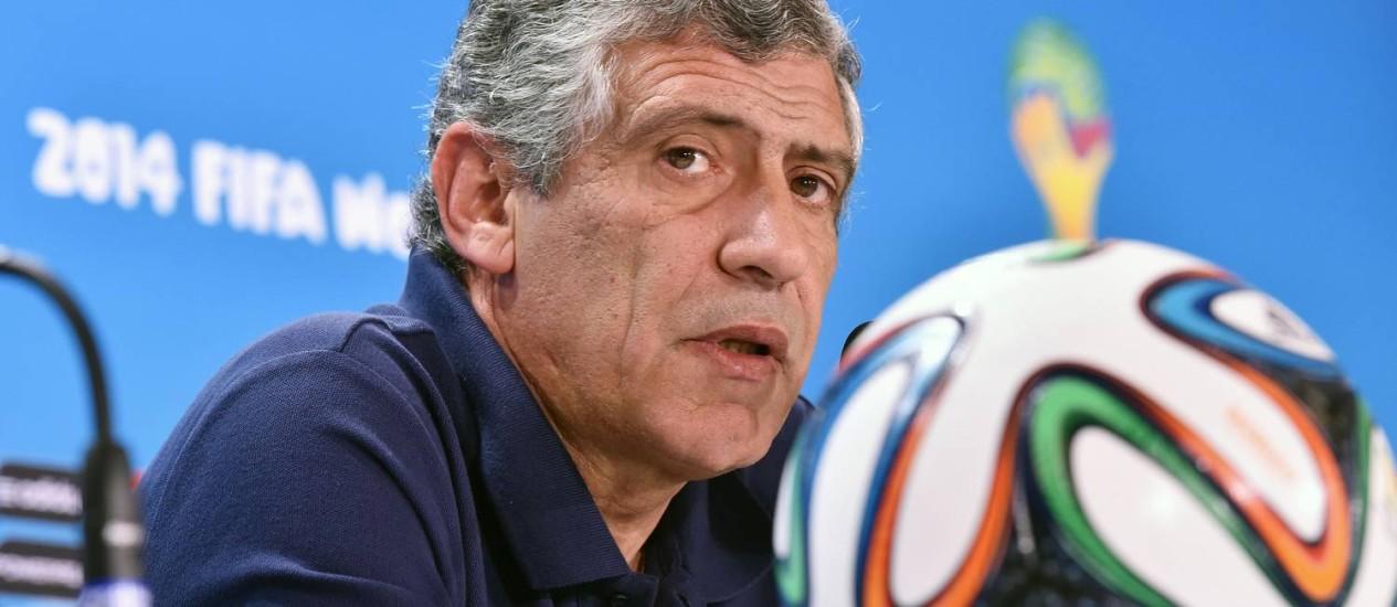 O técnico português Fernando Santos em coletiva nesta sexta: elogios a Pekerman Foto: Aris Messinis/AFP