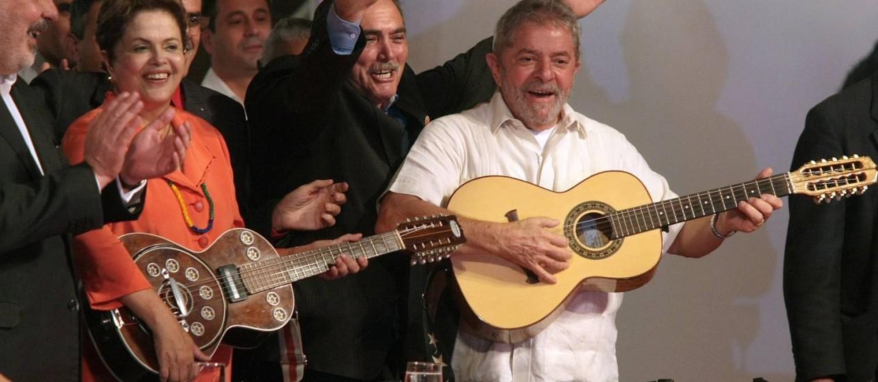 Lula e Dilma em encontro realizado pelo PT de Recife: 'nossa vitória será a nossa vingança' Foto: Hans von Manteuffel / Agência O Globo