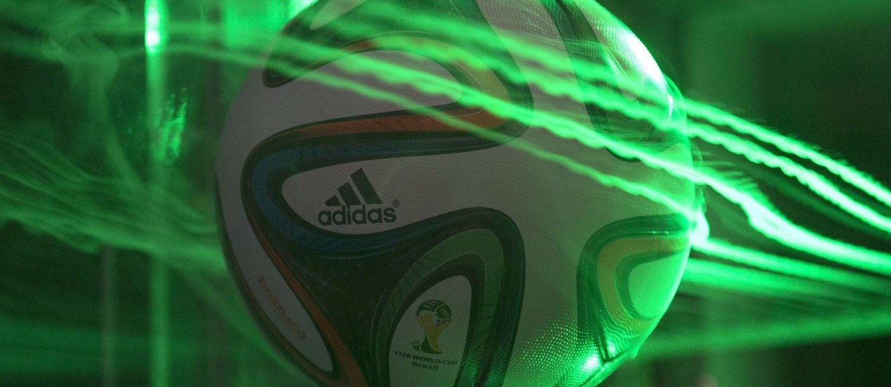 Nasa testa a Brazuca, nova bola da Copa do Mundo Foto: AFP