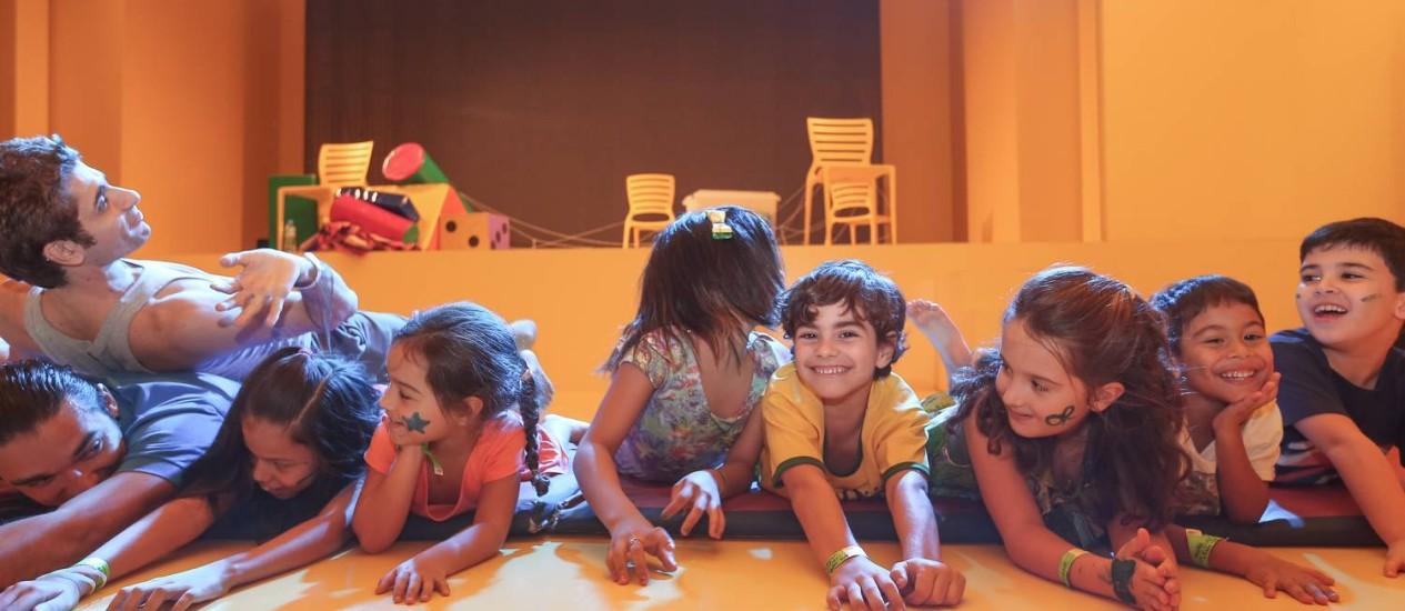 Crianças aprendem e se divertem em oficinas de circo e dança criativa na Casa O GLOBO Foto: Marco Sobral / Divulgação