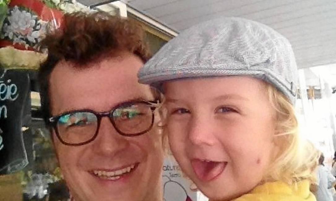 Destino - Martin Kaul e o seu filho de dois anos, chamado Rio, acabaram em supermercado, em Copacabana Foto: Martin Kaul