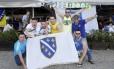 Bar em Copacabana ganha decoração e bandeira da Bósnia