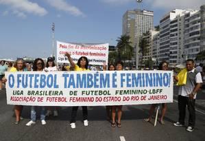 Protesto pela valorização do futebol feminino Foto: Simone Marinho