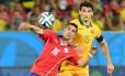 Felipe Gutierrez (à frente) na partida contra Austrália, que acabou em 3 a 1 para os chilenos