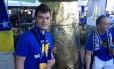 Matej Prlic ao lado da a dzezva, uma cafeteira gigante de metal