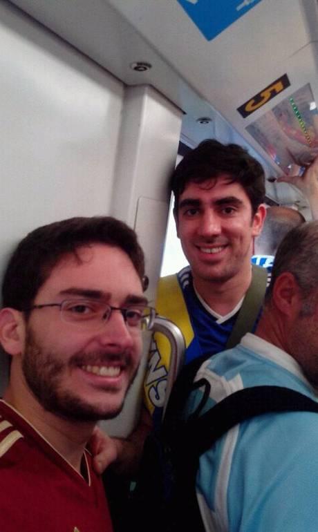Marcelo Adnet agita vagão de metrô com músicas típicas da torcida da Bósnia   2014