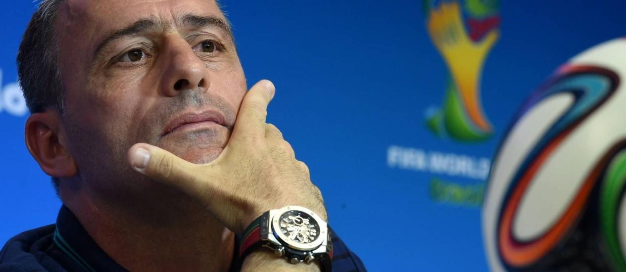 Paulo Bento em coletiva na Arena fonte Nova neste domingo Foto: FRANCISCO LEONG / AFP