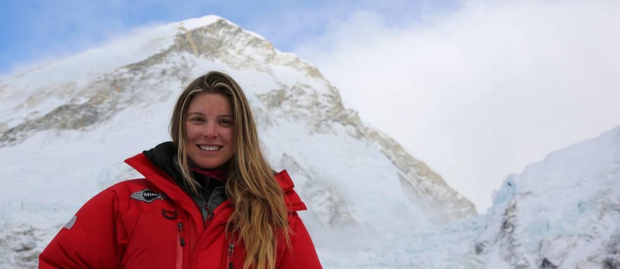 Karina Oliani aos pés do Everest prática da medicina de aventura e no espaço requer adaptação e improviso Foto: Divulgação
