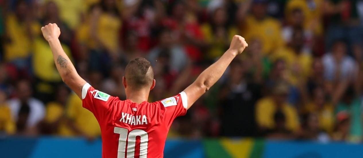 O camisa 10 suíço, Xhaka, comemora a vitória sobre o Equador Foto: Jorge William / Agência O Globo