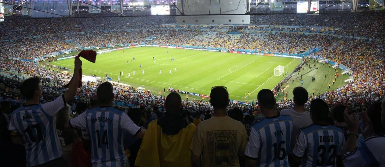 Torcedores no Estádio do Maracanã durante o jogo Argentina X Bosnia Foto: Custódio Coimbra / Agência O Globo