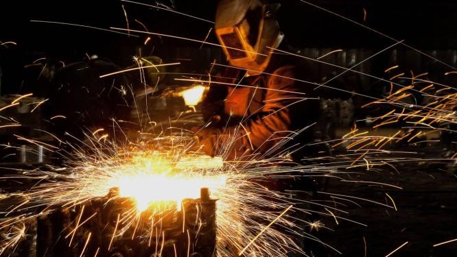 Trabalhador em obra pública de Ohio: FMI sugere mais investimentos em infraestrutura Foto: Ty Wright / Bloomberg News