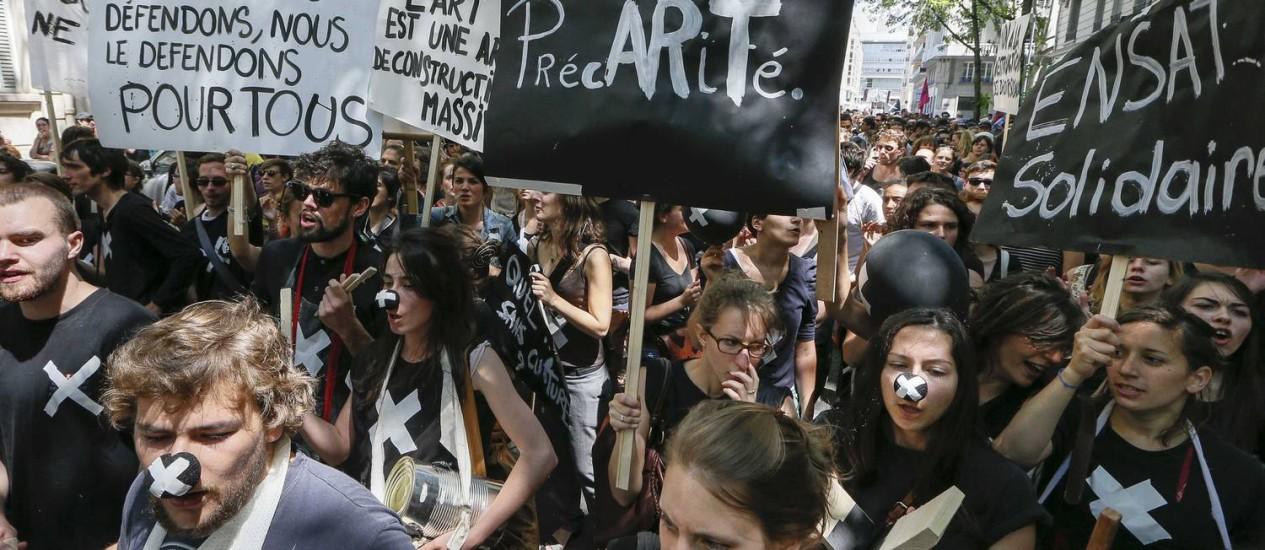 Intermitentes em protesto nas ruas de Lyon nesta segunda-feira. Foto: ROBERT PRATTA / REUTERS