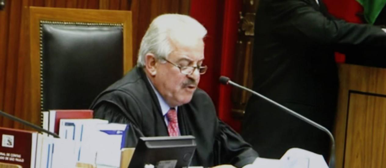 O conselheiro do Tribunal de Contas do Estado (TCE) Robson Marinho deve ter destino no cargo decidido essa semana Foto: Marcelo Carnaval / O Globo